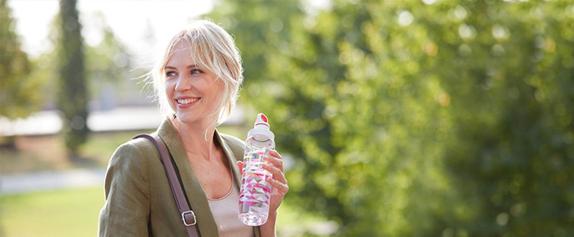 Glas- vs. Plastikflaschen – was ist umweltfreundlicher?